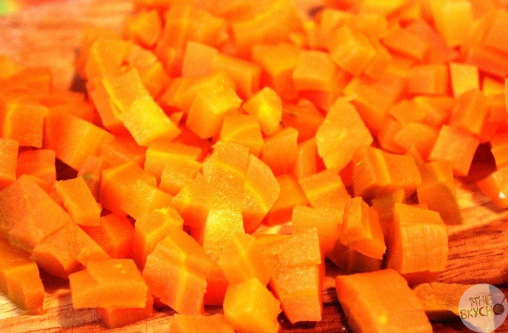 narezat-morkovku-kubikami