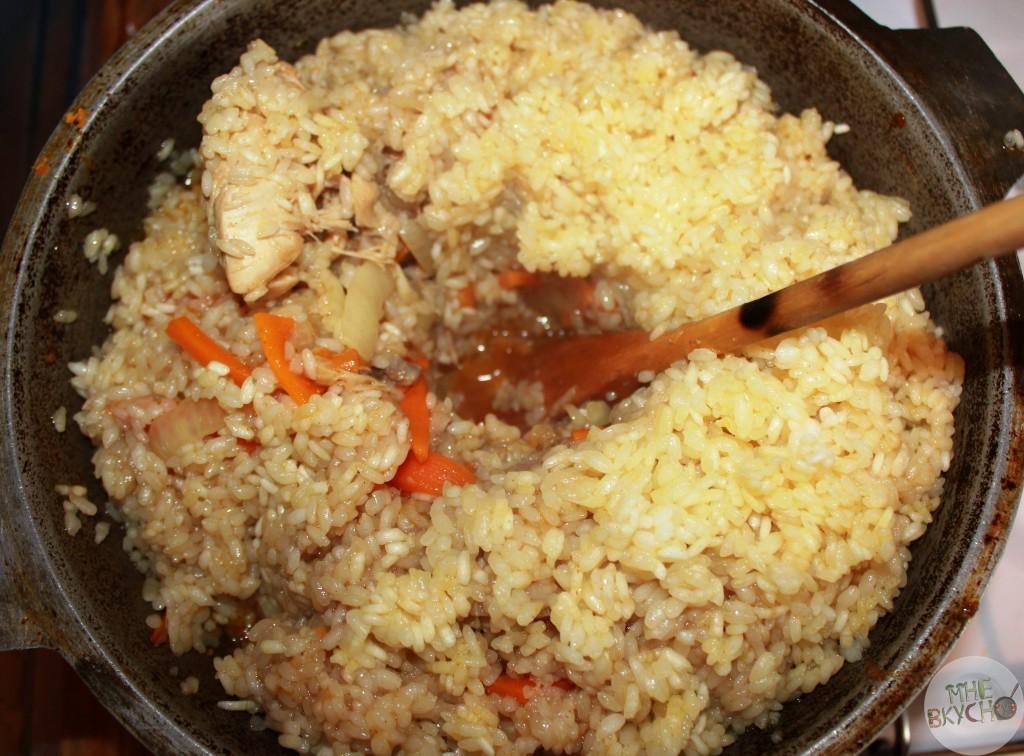 На основе данного рецепта готовятся любые виды плова, вплоть до вегетарианского, куда вместо мяса кладется курага, айва, изюм и пр.