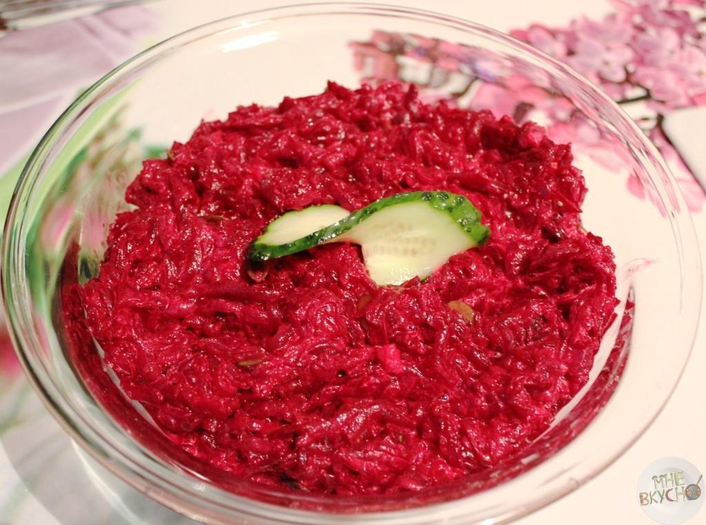 gotovyi-svekolnyi-salat-s-tykvennymi-semechkami