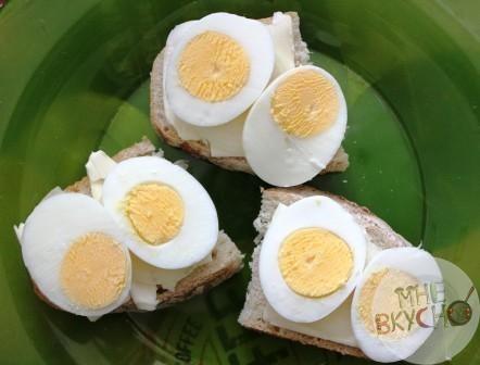 Бутерброды с яйцом - быстрое решение на завтрак