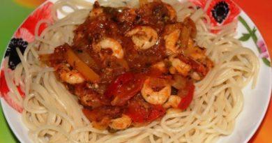 Спагетти с соусом из креветок - быстрый рецепт на ужин с фото