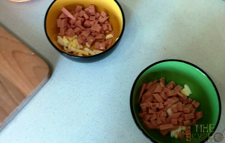 Окрошка на квасе с колбасой - 4 рецепта приготовления классической окрошки