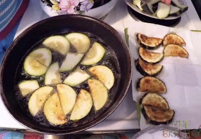 Кабачки жареные с чесноком. Топ 5 вкусных рецептов