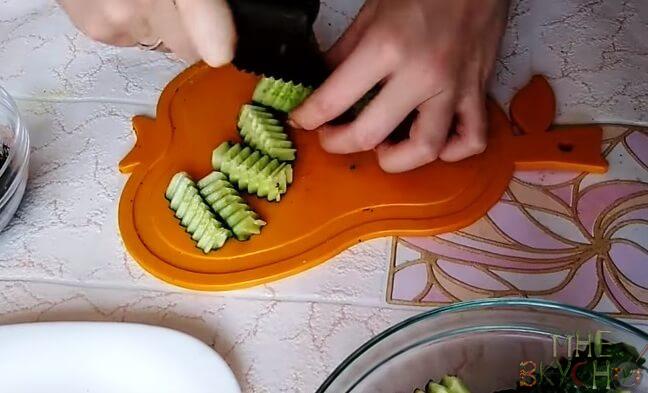 Как приготовить малосольные огурцы в пакете с чесноком?
