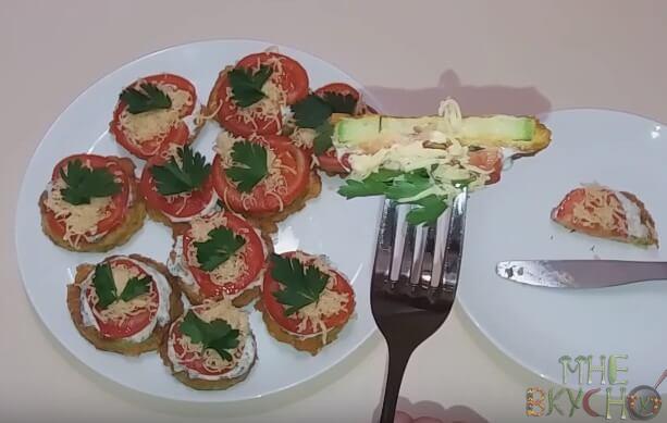 zharenye-kabachki-s-pomidorami-i-chesnokom